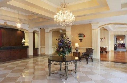 фото DoubleTree by Hilton Historic Savannah 488550307