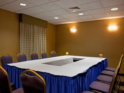 фото La Quinta Inn & Suites Boston Somerville 488555458