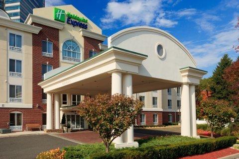 фото Holiday Inn Express Tower Center New Brunswick 488558847