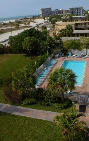 фото South Beach Condo Hotel 488588122