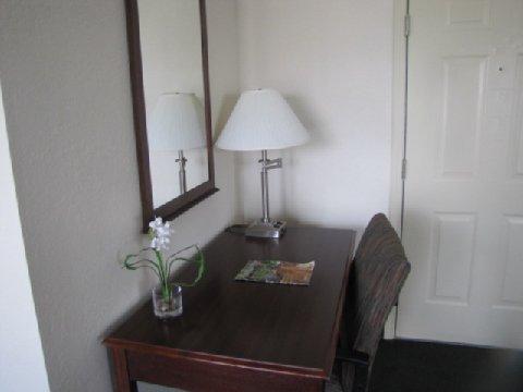 фото Castleberry Inn & Suites 488592184