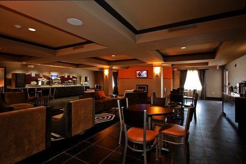 фото Holiday Inn Express Newton 488592380