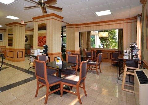 фото Comfort Inn Petersburg 488604857