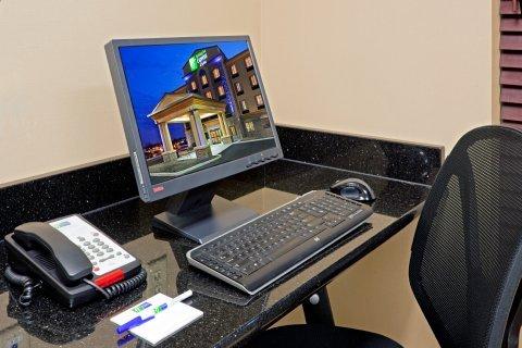 фото Holiday Inn Exp Syracuse N Airport Area 488612985