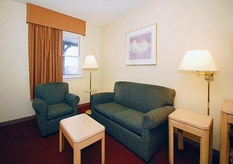 фото Rodeway Inn & Suites Newport News 488632616