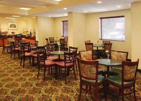 фото Comfort Inn Capitol Heights 488633399