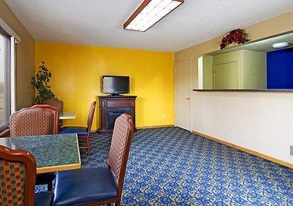 фото Rodeway Inn & Suites 488638132