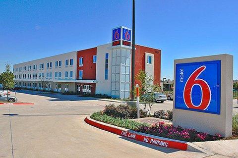 фото Motel 6 Northlake Speedway 488640684
