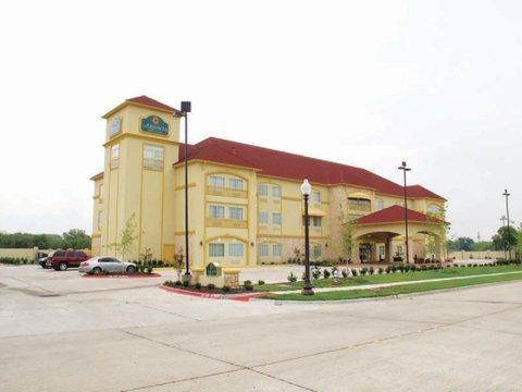 фото La Quinta Inn & Suites Ennis 488648065