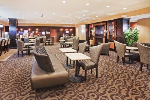 фото Holiday Inn Express Hotel & Suites Denton 488649135