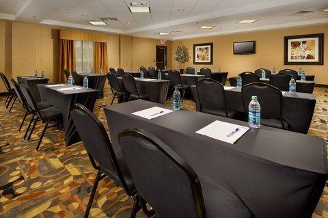 фото Holiday Inn Express Hotel & Suites Denton 488649144