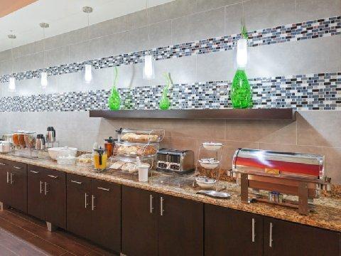 фото La Quinta Inn & Suites Pearsall 488650552