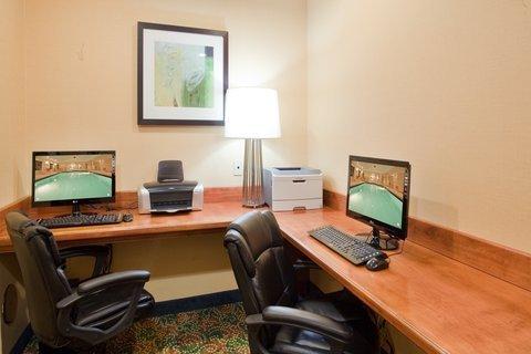 фото Holiday Inn Express Hotel & Suites Fredericksburg 488652775