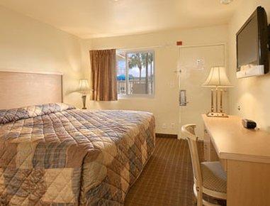 фото Travelodge Riviera Beach 488658946