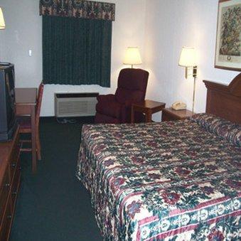 фото All American Inn & Suites - Norwalk 488664184