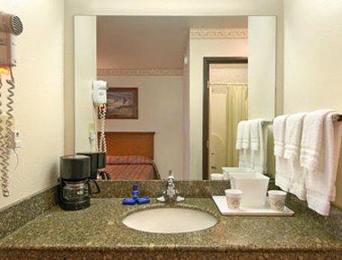 фото Days Inn and Suites Brinkley 488679308