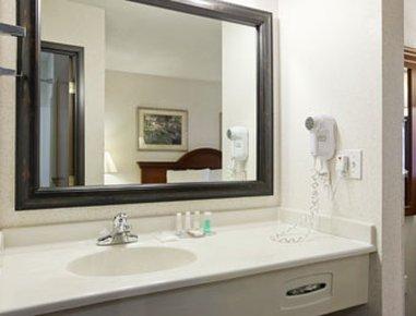 фото Baymont Inn & Suites - Pella 488679578