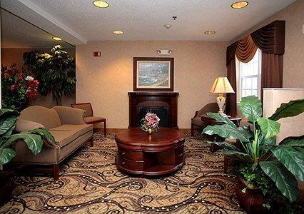 фото Econo Lodge Inn & Suites Evansville 488681971