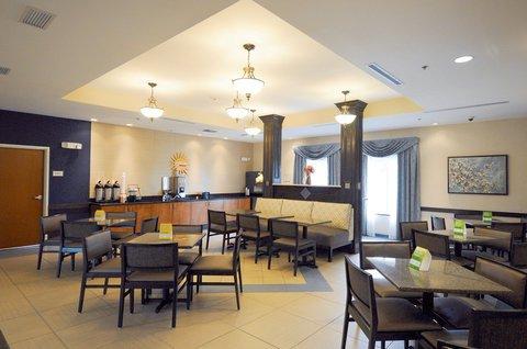 фото La Quinta Inn & Suites Indianapolis AP Plainfield 488703279