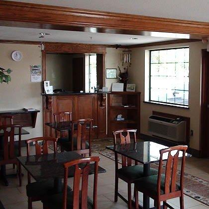 фото Economy Inn North Oklahoma City 488713515