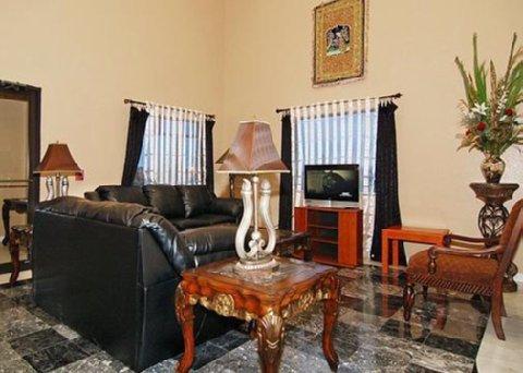 фото Econo Lodge & Suites Port Arthur 488721561