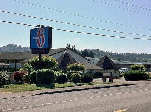 фото Motel 6 - Woodland 488731651