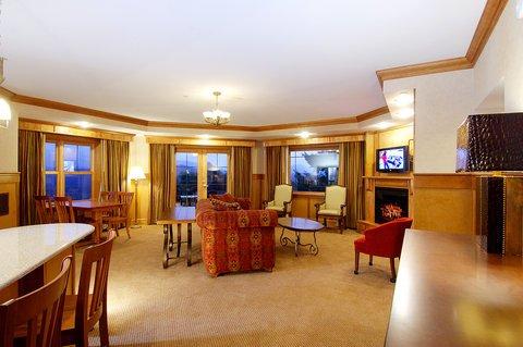 фото Crowne Plaza Hotel Lake Placid-Golf Club 488741775