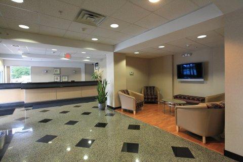 фото Red Roof Inn & Suites Bellmawr 488742429
