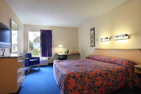фото Red Roof Inn & Suites Bellmawr 488742436