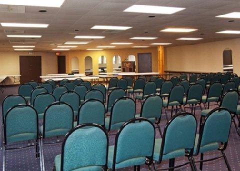 фото Econo Lodge Inn & Suites Stevens Point 488747077