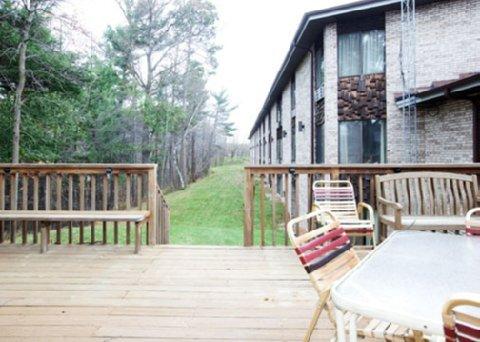 фото Econo Lodge Inn & Suites Stevens Point 488747078