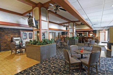 фото Airport Plaza Inn 488760362