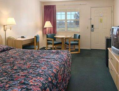 фото Super 8 Madison Hotel 488772035