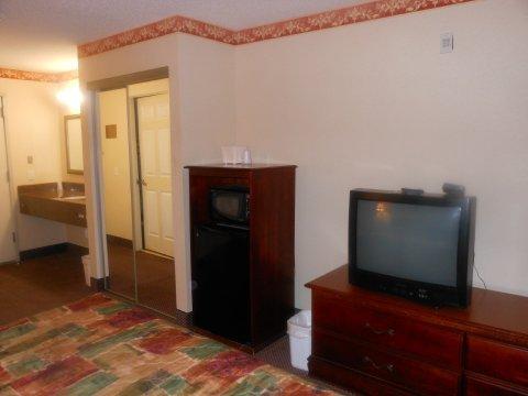 фото Howard Johnson Inn And Suites Jsboro 488772222