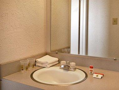 фото Super 8 Motel Wells 488772743