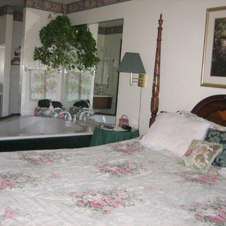 фото Crestview Inn and Suites Cedar Lake 488775592