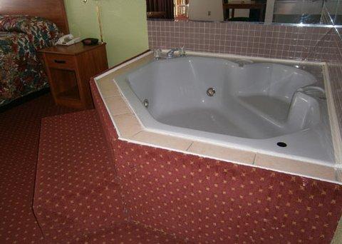 фото Baymont Inn And Suites Stockbridge 488779710