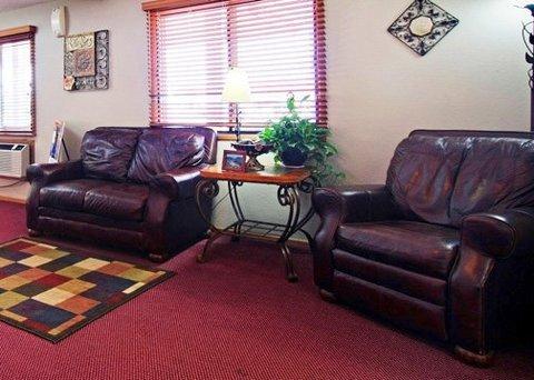 фото Econo Lodge Inn & Suites 488781749