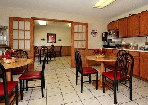 фото Econo Lodge Inn & Suites 488781753