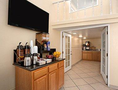 фото Days Inn & Suites 488782940