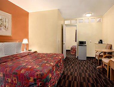 фото Days Inn & Suites 488782945