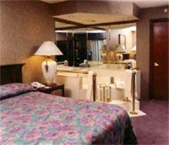 фото Lees Inn And Suites Muncie 488783949