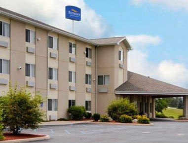 фото Baymont Inn and Suites Howell/Brighton 488784045