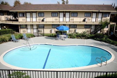 фото Key Inn & Suites 488791583