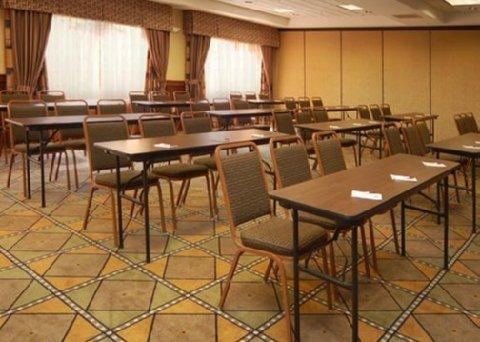фото Comfort Suites Grand Rapids North 488792829