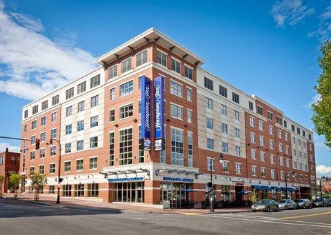 фото Hampton Inn Portland Downtown Waterfront 488796814