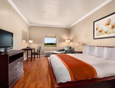 фото Days Inn and Suites Groesbeck 488799466