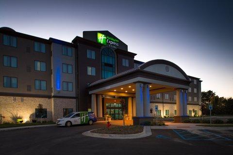 фото Holiday Inn Express & Suites Kansas City Airport 488799705