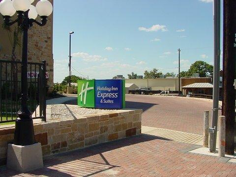 фото Holiday Inn Express & Suites Fredericksburg 488799803
