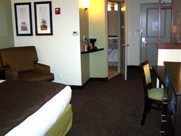 фото AmericInn Hotel & Suites Fairfield 488800600